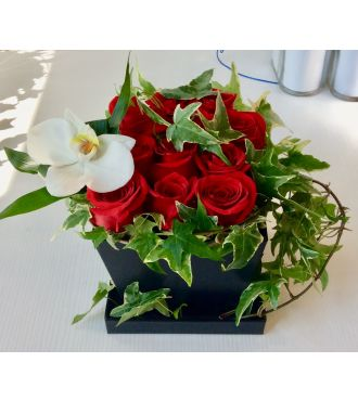 LOVERS OF RED ROSES BOX